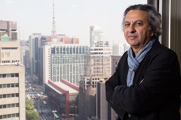 O diretor da escola de de design e arquitetura de Harvard, Mohsen Mostafavi, durante visita a São Paulo